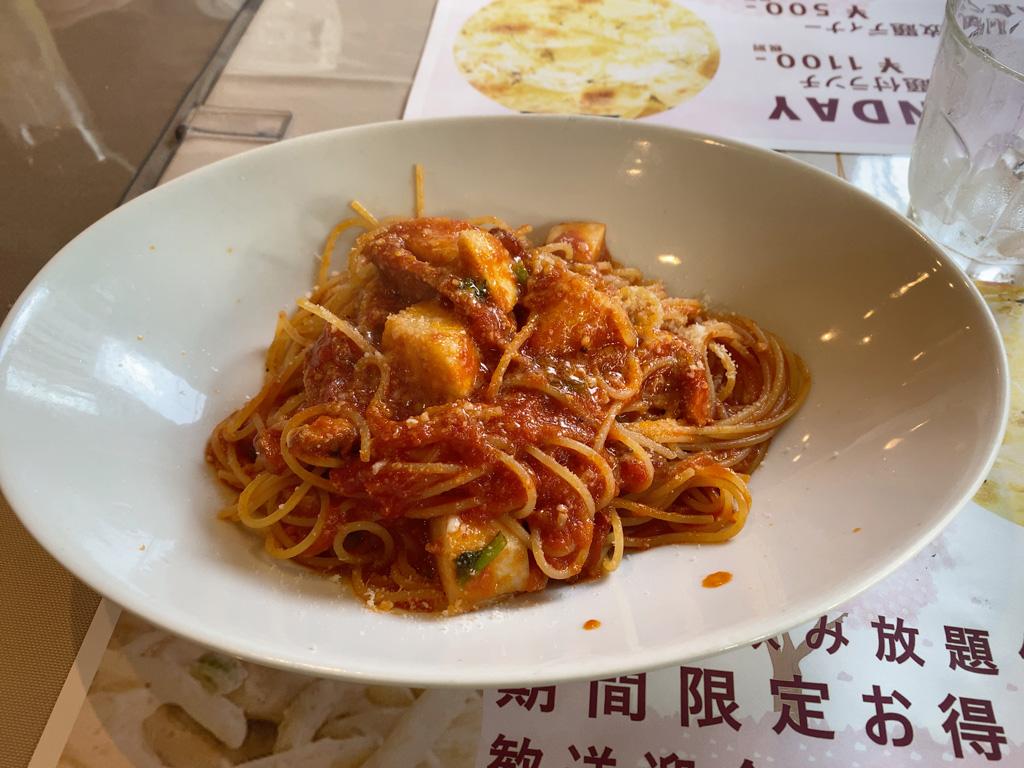 スモーク鴨とカブのスパゲッティーニ