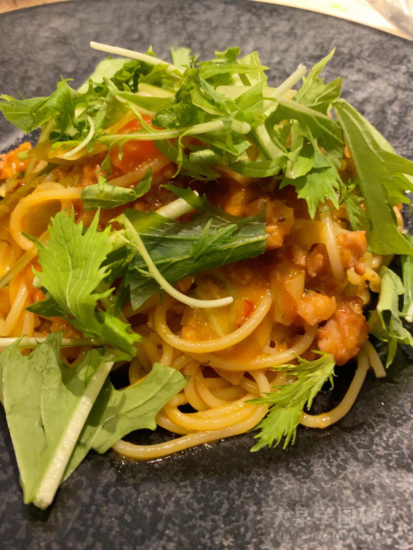 タコのミンチと根セロリのラグーのトマトソーススパゲッティーニ
